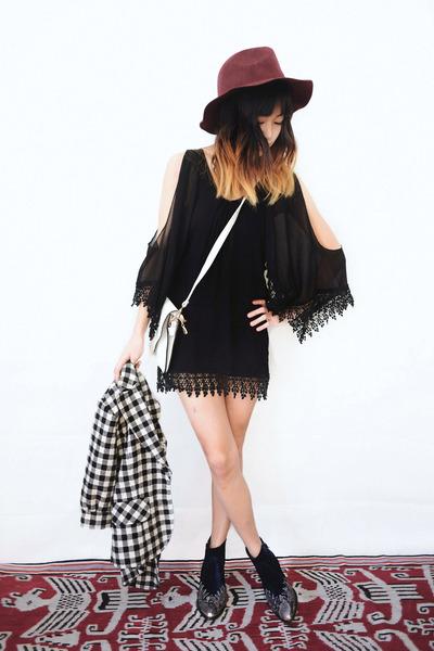 black details on my blog dress