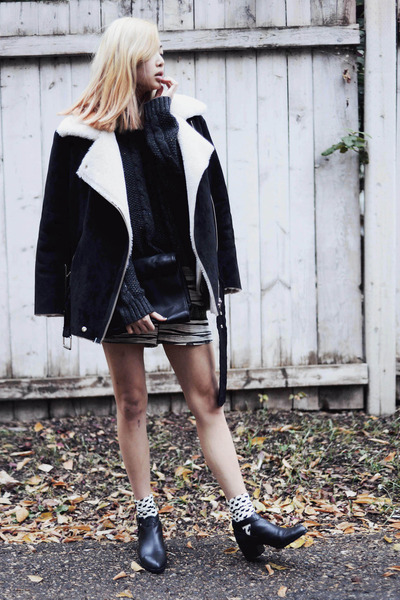 gray 2020AVE sweater - black Senso boots - gray raquel allegra shorts