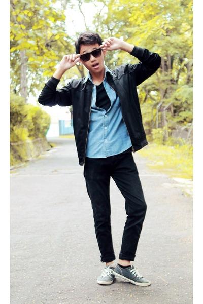 black jeans - black jacket - light blue shirt