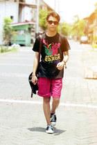 red shorts - black t-shirt