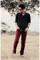 red jeans - navy shirt