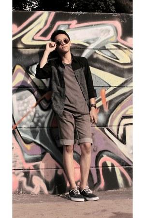 gray t-shirt - black shirt