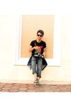 black jeans - black t-shirt