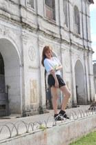 black Parisian boots - dyed shirt - black shorts