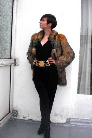 faux fox fur vintage jacket - black H&M bodysuit - vintage belt