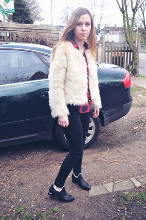 Seashells vintage coat - Seashells vintage boots - Topshop jeans - H&amp;M shirt