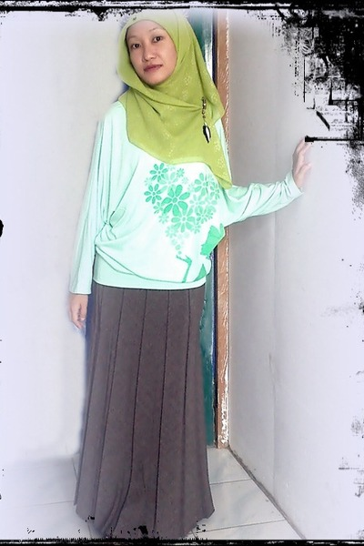 mint blouse - grey skirt