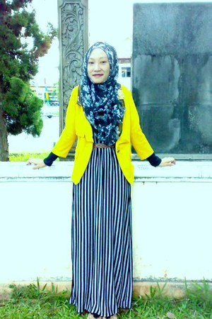 yellow jacket - Stripe dress