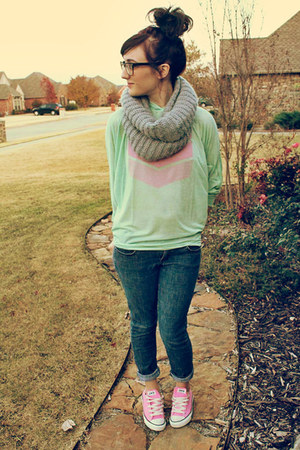 Just Usa jeans - lucky scarf - chevron Darby & Dash top
