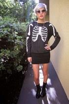 black fringe leather boots - black round sunglasses - black jersey H&M skirt