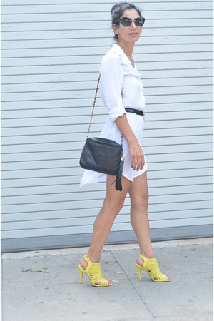 black Moschino belt - white Dailylook dress - black Chanel bag