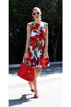 floral print no name dress - red Little Buddah bag - cream Guess sunglasses