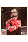 Red-abathie-scarf-black-h-m-shirt-black-pumps