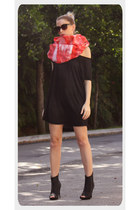 red Abathie scarf - black H&M shirt - black pumps