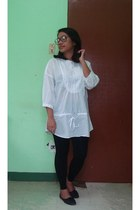 white cotton Gap blouse - black lipstick flats