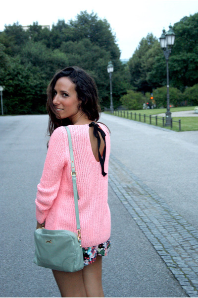 black H&M skirt - bubble gum Zara sweater - aquamarine Bimba&Lola bag