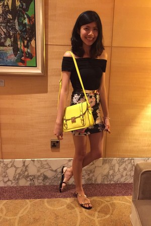 black top - yellow bag - belt - H&M skirt - black sandals