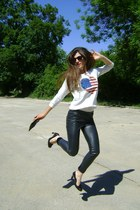 white american flag LCN Angel shirt - black purse Terranova bag
