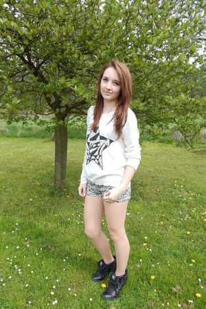 black North Star shoes - ivory Sinsay sweater - eggshell H&M shorts