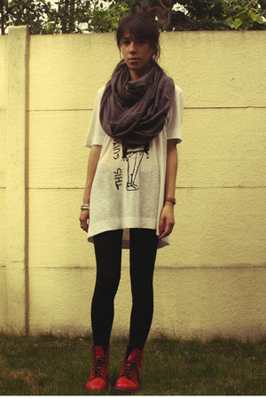 American Apparel scarf - Zara t-shirt - American Apparel leggings - Dr Martens b