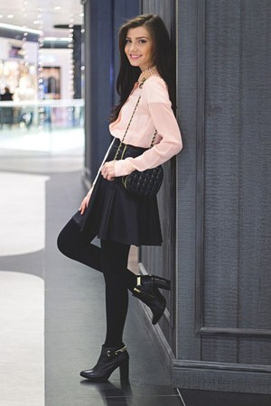peach shirt - black skirt
