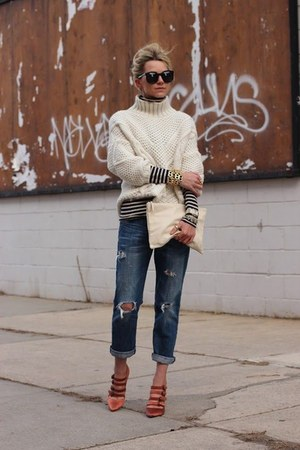 navy jeans - eggshell sweater