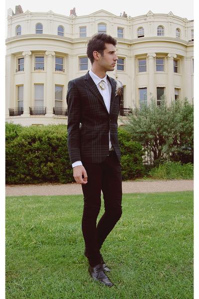 black blazer - white accessories