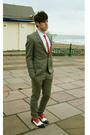 Topshop-suit-h-m-shoes