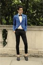 Blue-blazer-black-tie
