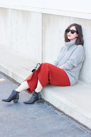 heather gray Zara sweater - black Sigerson Morrison boots