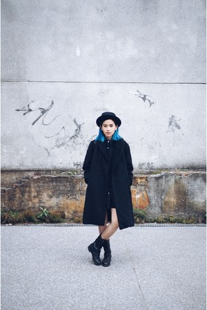 black vintage coat - thrifted boots - black Forever 21 hat
