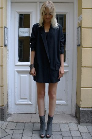 black acne blazer - gray beau coops boots