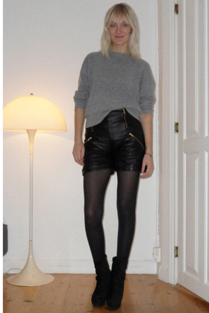 gestuz shorts - weekday blouse - acne boots