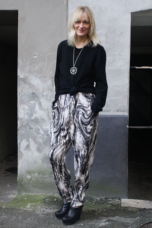 gray gestuz pants - Camilla Skovgaard boots - silver vintage necklace - black ac