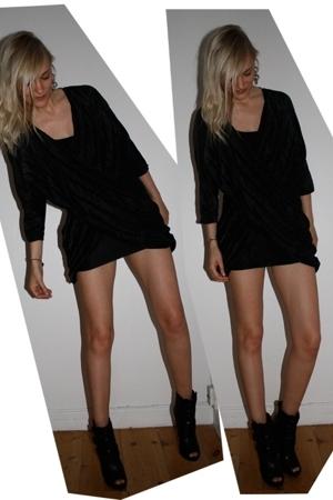 Veronica B Vallenes dress - Aldo boots - Natalia Brilli earrings