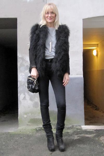 black acne jeans - black acne boots - black Alexander Wang accessories