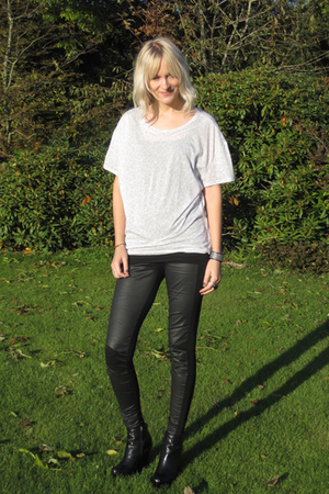 surface to air leggings - Camilla Skovgaard boots - H&M men t-shirt