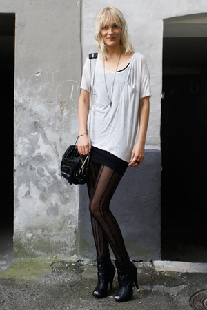Helmut Lang t-shirt - Carin Wester leggings - Alexander Wang accessories - Aldo