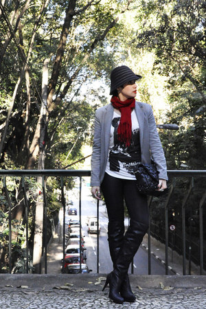 black Moda Atual hat - black leggings miroa leggings - heather gray sweateshirt