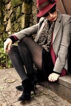 Vintage store boots - Atual Modas hat - chess M&Y blazer - Marisa skirt
