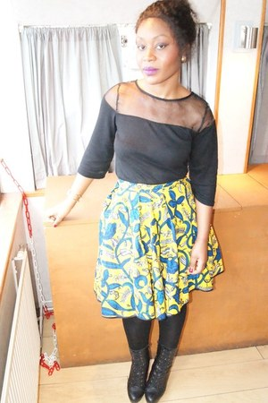 yellow african prints Alleon skirt - black leather Carvela boots