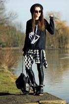 sweatshirt - shoes - black pants