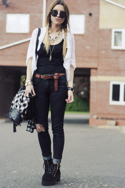 black boots - black Primark jeans - black round sunglasses - necklace