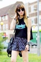 navy floral shorts - black top