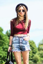 top - high waisted shorts - necklace