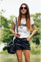 Sinsay t-shirt - Sinsay bag - Romwecom shorts