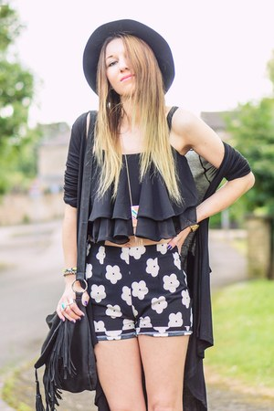 black H&M hat - black flowers shorts - black top