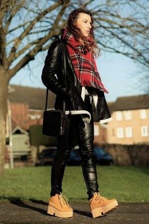 scarf - black pants