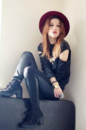 black sweatshirt - black pants - bracelet