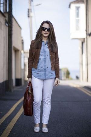 sky blue denim shirt H&M shirt - off white Primark shoes - white Zara jeans